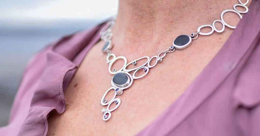 Queen Pebble Necklace 1200×600